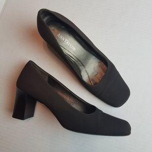 Ann Taylor square heel pumps